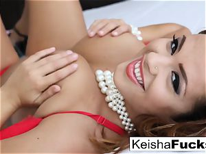 giant jugged bombshell Keisha Grey rides prick on the couch