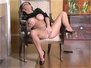 super-hot Jenna Presley playing with her yummy pinkish raw beaver until she blows a load