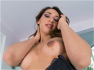 Sara Luvv making her pussy testicle tonic with excitement