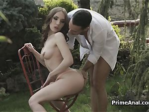 munching out gfs arse in the garden