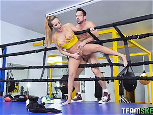 rough boxing session turns into hardocre muff slamming with Richelle Ryan