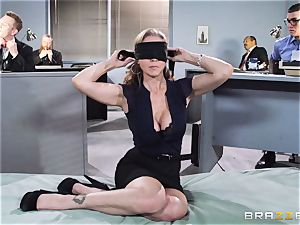 gorgeous manager Julia Ann gets a dual creaming