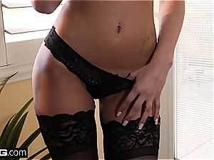 fuck gonzo Ariana Marie entices with her cock-squeezing vulva