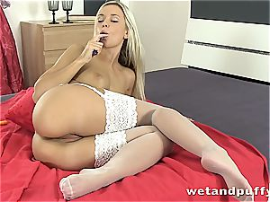 Dido angel super-hot in white stocking