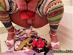 Ms Paris Rose in peeing for fun