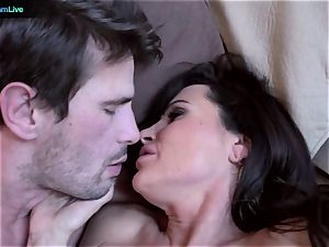 milf porn industry star Lisa Ann goes for a morning fuck-a-thon