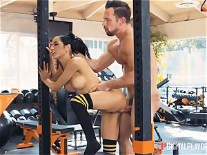 Tia Cyrus gym muff bashing activity