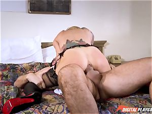 Sarah Jessie deep fellating a thick manmeat