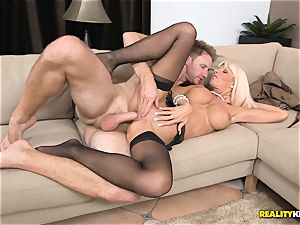 Millionaire cougar Kasey Storm finds herslef a youthful guy to have fun with