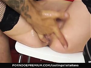 audition ALLA ITALIANA - buxomy black-haired enjoys raw anal