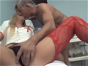 Deep penetrating Sn five blonde honey likes to booty penetrate