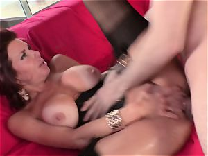 Door to door salesman bags mummy Veronica Avluv