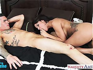 curvy Peta Jensen leaps on for a mind-blowing ride