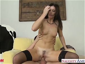 Stockinged mommy India Summers gets plowed and facialized