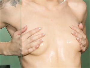 Elsa Jean red-hot masturbation in the douche