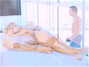 Roasting super-fucking-hot platinum-blonde Sarah Vandella likes to jug drill
