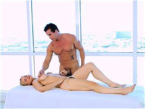 Roasting super-fucking-hot platinum-blonde Sarah Vandella likes to jug drill
