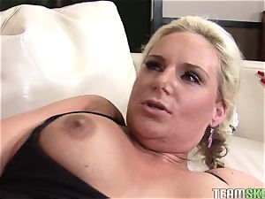 whorish Phoenix Marie gets screwed up her wet labia