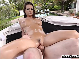 Keisha Grey juggles her oily funbags