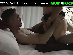 Moms vulva is so wet and doable